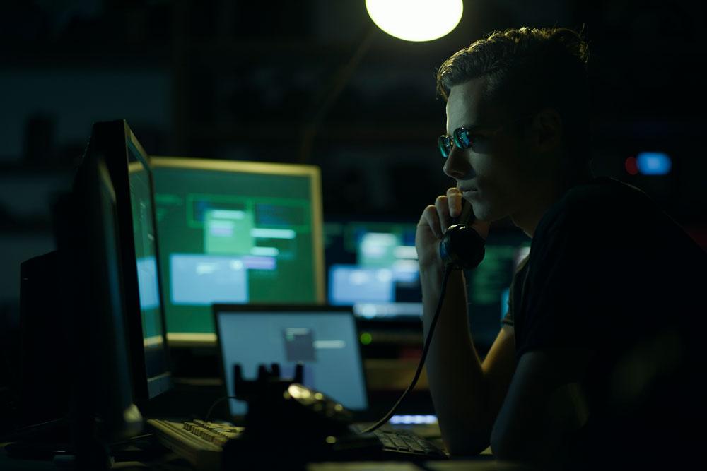 datos personales datos personales - hacker - Datos personales: Conoce el valor que tienen para otros en internet